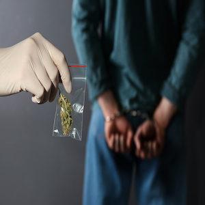 arrestato a seguito di uso di canapa